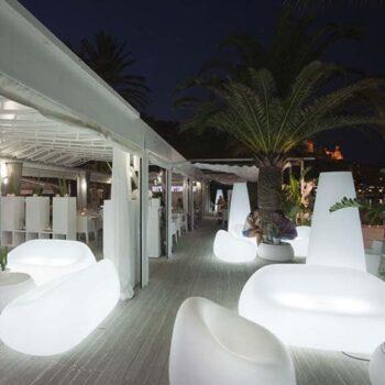exklusives-gartensofa-lounge-moebel-gartenmoebel-objekt-hotel-gastronomie-plust-gumball