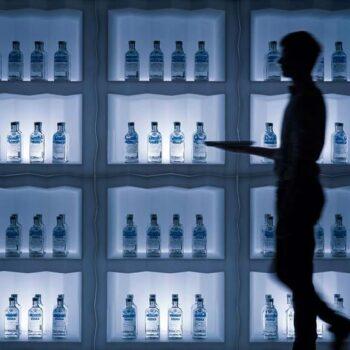 exklusive-gastronomie-hotel-ausstattung-plust-frozen-light-bar-display-beleuchtet-1