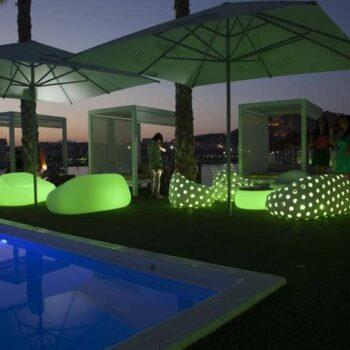 plust-airball-sofa-armchair-exklusive-beleuchtete-in-outdoor-moebel-objekt-hotel-gastronomie