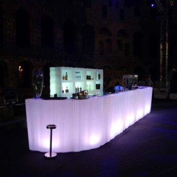 plust-beleuchtete-bar-moebel-lounge-ausstattung-frozen-theke