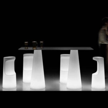 plust-fura-bar-mobiliar-beleuchtet-moebel-hotellerie-gastronomie