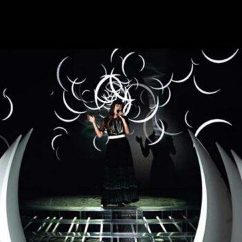 plust-horn-lichtskulptur-xxl-objekt-light-in-outdoor