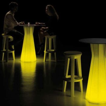 plust-moebel-frozen-bartisch-beleuchtet-objekt-gastronomie-design-ausstattung