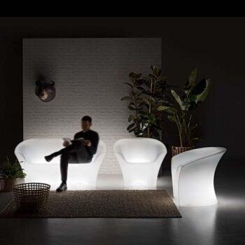 plust-ohla-armchair-beleuchteter-sessel-in-outdoor-exklusive-objekt-design-gartenmoebel-beleuchtet-1