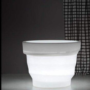 plust-rebelot-light-exklusives-xl-pflanzgefaess-beleuchtet-objekt-planter-in-outdoor