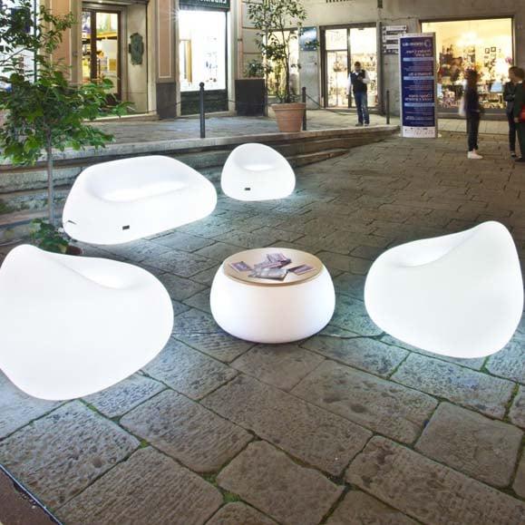 beleuchteter lounge tisch in outdoor plust t ball light. Black Bedroom Furniture Sets. Home Design Ideas