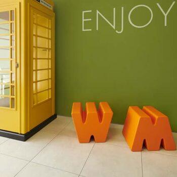 xxl-buchstabe-m-w-kunststoff-in-outdoor-dekoration-sitz-moebel-pouf