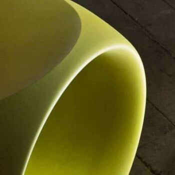 serralunga-cero-design-sitz-hocker-pe-kunststoff-in-outdoor-hellgruen-detail