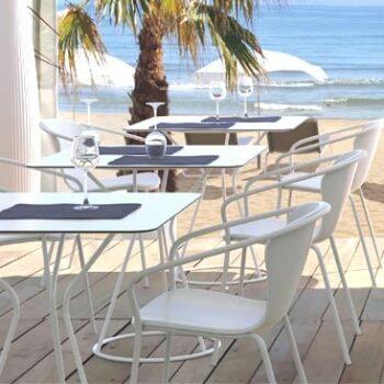 gastronomie-design-stapel-stuhl-in-outdoor-serralunga-solea-stapelbar-weiss