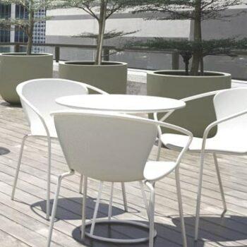 objekt-design-stapel-stuhl-in-outdoor-serralunga-solea-stapelbar-weiss