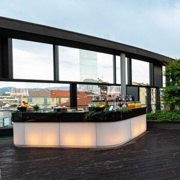 slide-cordiale-luxus-theke-bar-beleuchtet-in-outdoor-art-deco-edition