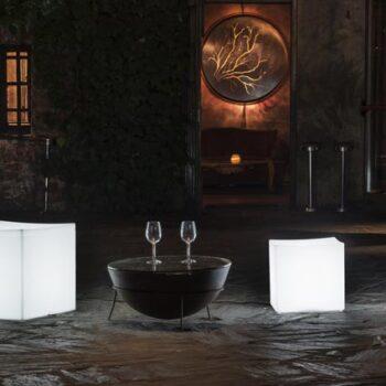 sitzwuerfel-beleuchtet-in-outdoor-kunststoff-wetterfest-pflegeleicht-lounge-cube