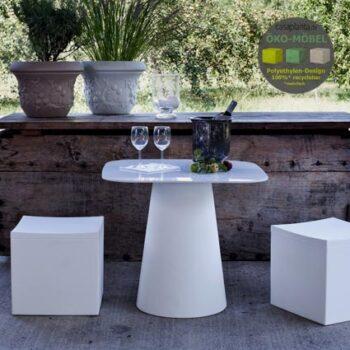sitzwuerfel-outdoor-kunststoff-wetterfest-pflegeleicht-recyclebar-cube-cubo-kubus-lou